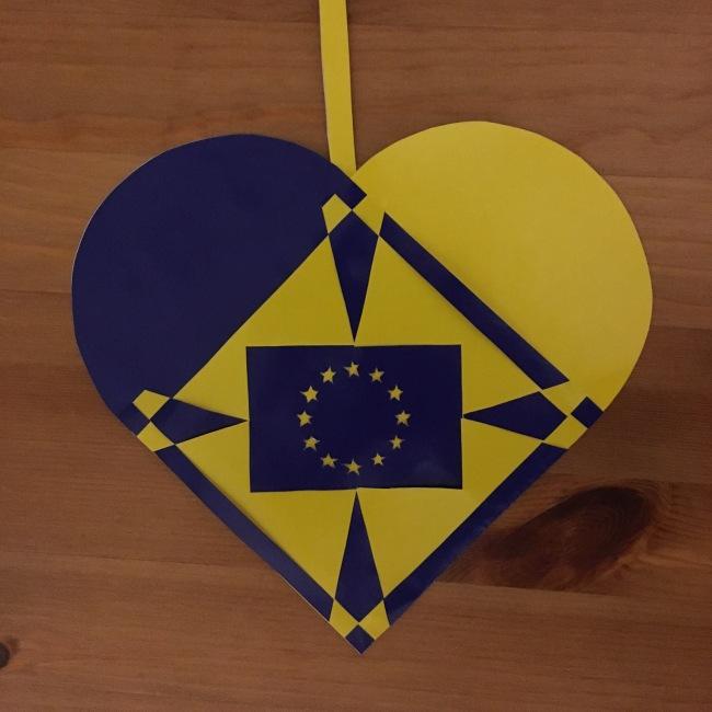 Flettet julehjerte med EU-flag